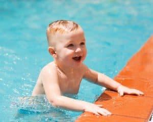 Cat de Repede invata un Bebelus sa inoate